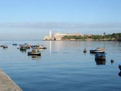 El Fuerte del Morro en La Habana era una de las tres fortalezas erigidas en La Habana, en el siglo XVI, para defender la bahía de ataques piratas, ya que allí se concentraba la flota de Indias antes de su regreso a España. El estrecho de Florida, frente a la ciudad, era una de las principales rutas comerciales del Caribe.