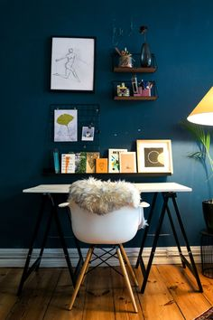 While some people may not have spare rooms to convert into home offices, making some space in a corner of your house and dedicate it as a home office can greatly improve your efficiency and focus. To help you design a home office you can feel proud of, we've listed out the essential decor tips for the perfect chic workspace. Pantone, Blue Home Offices, Mid Century Modern Desk, Blue Wall Decor, Home Remodel Costs, Beautiful Interior Design, Made In France, Home Office Design, Blue Walls
