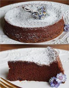 Bolo de chocolate com 2 ingredientes. Você leu certo! Esse delicioso bolo de chocolate é feito com APENAS 2 INGREDIENTES! Fica incrivelmente bom, você vai amar!