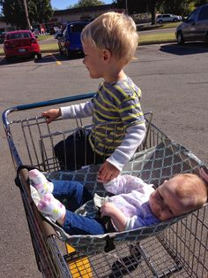 People who have babies, hang out with babies, know of babies, or give gifts to people with babies --- you must know about this amazing product! The Binxy Baby Shopping Cart Hammock makes grocery shopping with kids WAY easier! #shoppingcarthammock  http://www.mydevising.com/2014/10/binxy-baby-review.html