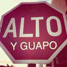 Alto y guapo. :-) (tall and handsome) Spanish Posters, Spanish Jokes, Mexican Phrases, Love Quotes, Funny Quotes, Mexican Humor, Humor Mexicano, Romance, Learning Spanish