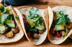 Potato street tacos decked out with roasted red bell pepper, avocado, cilantro, a fresh squeeze of lime, and a roasted jalapeño salsa that is THE BEST! #vegan