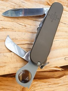 Cool Knives, Knives And Tools, Victorinox Swiss Army Knife, Bushcraft, Firearms, Journals, Hunting, Survival, Stationery