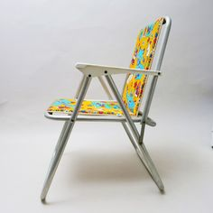Camping seat for kids 70's http://modernariato.fr/collections/frontpage/products/fauteuil-de-camping-enfant-seventie-s-chat-et-souris