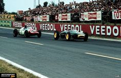 Reims 1960, Innes Ireland (Lotus 18) followed by Bruce Halford (Cooper T51)