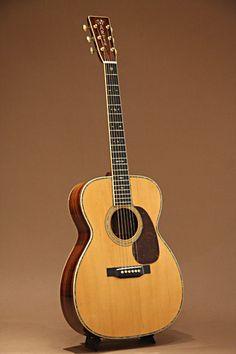 Martin OOO-45 (1935) : Pre-war Martin! Adirondack Spruce top, Brazilian Rosewood back & sides.