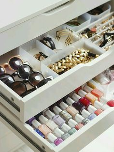 Use proven Closet Organization hacks to setup your master closet. These Closet Organization hacks can help you to de-clutter your home. Wardrobe Closet, Closet Bedroom, Master Closet, Closet Space, Diy Bedroom, Ikea Closet, Attic Closet, Wardrobe Organisation, Closet Organization
