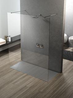 """Elegantissimo box doccia """"Walk-In"""" a centro stanza diventa l'elemento principale che caraterizza lo stile minimal e di design. #boxdoccia #minimal #design #Silverplat #bagno #architetti"""