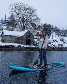 Dreams of paddle trips.Photo from boarding up paddle paddling Inflatable Paddle Board, Inflatable Kayak, Board Skateboard, Skateboard Girl, Sup Yoga, Standup Paddle Board, Enjoy Your Vacation, Sup Surf, Surf Girls