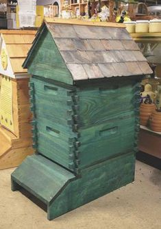 FARM SHOW - Bee Supplier Builds Beautiful Hives