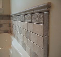 Bathroom Wall Tile Ideas Modern Awesome Tile Around Bathtub Ideas Bathroom Tiled Tub Wall Full Wall Tiles Design, Bathroom Tile Designs, Modern Bathroom, Small Bathroom, Bathroom Wall, Bathroom Tiling, Bathroom Wainscotting, White Bathroom, Tile Around Bathtub