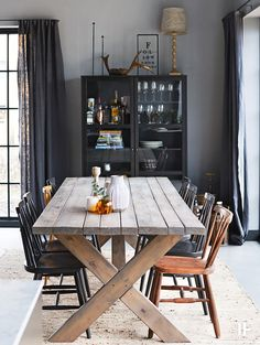 Love this industrial dining Scandinavian Interior Design, Beautiful Interior Design, Interior Design Tips, Summer House Interiors, Modern Barn House, Chalet Interior, Architect House, Rustic Interiors, Home Decor Bedroom