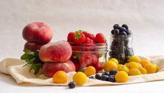 It's summer! And summer means fruit. 16 Ideas For Amazing Fruit Salads Ramen, Fruit Salads, Fruit Dips, Fruit Platters, Berry Salad, Watermelon Fruit, Different Fruits, Edible Arrangements, Stone Fruit