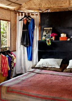 Décoration Bohème Chic chez Jade Jagger à Goa Jade Jagger, Awesome Bedrooms, Beautiful Bedrooms, Home Bedroom, Bedroom Decor, Indian Bedroom, Indian Interiors, Rustic Interiors, Turbulence Deco