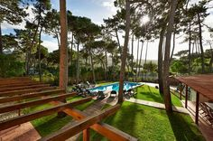 (PROMO- off) - Relax for big families in Colares / Sintra - Banzão Outside Toilet, Villa, Relax, Yellow Houses, Big Family, Garden Bridge, Game Room, Swimming Pools, Deck