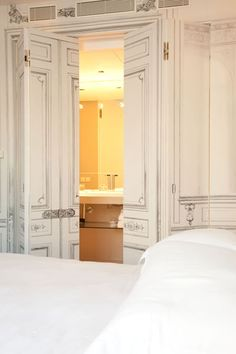 La Hotel Maison Champs Elysees by Maison Martin Margiela. c/o Share Design Paris Rooms, Lounge Suites, Parisian Apartment, Paris Hotels, Windows And Doors, Contemporary Furniture, Interior Design, House Styles, Windows