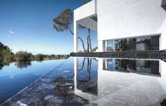 Die Architekten bieten nicht nur ein Haus voll purem Luxus, sondern schaffen zugleich ein Wohn-Erlebnis der besonderen Art.