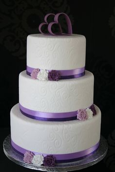 White purple wedding cake — Round Wedding Cakes
