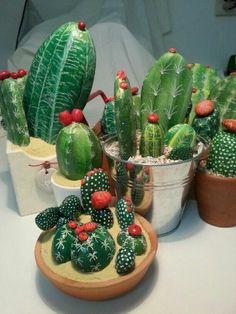 DIY Painting Cactus Rock Art Ideas - Balcony Decoration Ideas in Every Unique Detail Cactus Painting, Plant Painting, Pebble Painting, Pebble Art, Stone Painting, Diy Painting, Rock Painting, Painted Rock Cactus, Painted Rocks