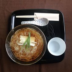 Vocabulary Check worth the wait  . When visiting Tochigi my friends and I waited over 30 minutes for this soba... but it was worth it!  Soft and delicious this sarashina soba looks like soumen but it still had a distinctive hint of soba.  Definitely worth the wait! . 今日の英語は日本語でもある言葉です Worth the wait. 待つ価値あります . I waited over 30 minutes for this soba but it was worth the wait! この蕎麦のために30分以上並びましたが待つ価値があります . worth = 価値 the  wait = 待ち そのままですね . 行列でも美味しいから食べたい 行列でも楽しいから乗りたい…