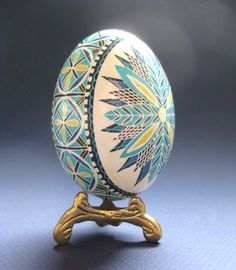 Blaue Osterei, Batik Ei auf Huhn Eierschale, ukrainische Osterei, hand bemalte Ei