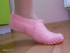 Good day) I guess there are a lot of master classes on knitting slippers.  So I decided to make my favorite description Sledkov.  photo 1
