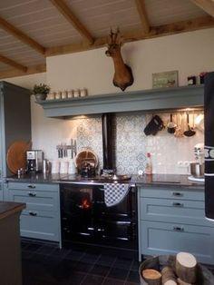 nostalgische-landelijke-keuken-elsen Aga Kitchen, Kitchen Dining, Aga Cooker, Happy New Home, Mini Doll House, Cooking Stove, Home Kitchens, Living Room Designs, New Homes