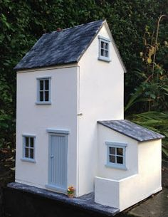 Julie's dolls house blog: 1/12th Scale Cottage with Scullery for Heather http://juliesdollshouseblog.blogspot.co.nz/
