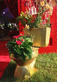 GLITTERED POTTIES!!!!!! the perfect URNS at the Redneck Redcarpet . . . sadie robertson's sweet 16 REDneCk REdcarpet birthday party {junk gypsy co}