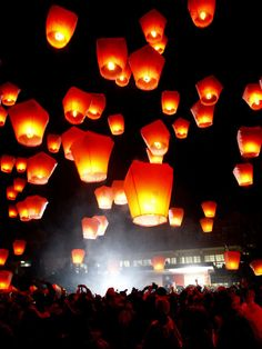 台湾 Floating Lanterns, Sky Lanterns, Eternal Flame, Lantern Festival, Candle Lamp, Chinese Lanterns, Classroom Crafts, Once In A Lifetime, Taipei