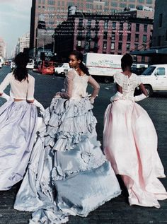 US Harper's Bazaar March 1994 Rages to Riches Photographer: Peter Lindbergh Models: Beverly Peele, Lorraine Pascale & Brandi Quinones Hair: Didier Malige Makeup: Moyra Mulholland Peter Lindbergh, Harpers Bazaar, Fashion Images, Fashion Models, Fashion Killa, Timeless Fashion, Vintage Fashion, High Fashion, Beverly Peele