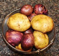 "Describes how to plant potatoes using the ""lazy bed method"" and the benefits of using this methog for the home or backyard garden."
