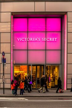 Victoria's Secret Store 9, 722 Lexington Ave, New York, NY 10022, USA