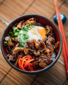 Yoshinoya-style Gyudon (Japanese Beef Rice Bowl) - this comforting nourish bowl packs a bunch of protein from lean beef and fried egg as well as healthy veggies! Perfect for a hearty dinner Easy Japanese Recipes, Asian Recipes, Beef Recipes, Cooking Recipes, Healthy Recipes, Healthy Food, Japanese Food Healthy, Meatball Recipes, Snacks