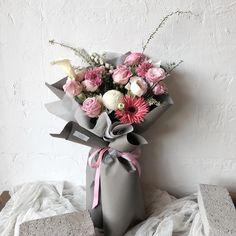 이미지: 꽃 Floral Wreath, Gift Wrapping, Wreaths, Flowers, Gifts, Instagram, Decor, Paper Wrapping, Decorating