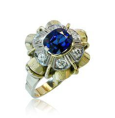 Exquisite Ring Sapphire with 6 Diamonds    Ring Saphir mit 6 Diamanten