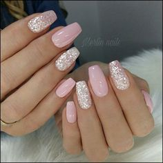 False nails have the advantage of offering a manicure worthy of the most advanced backstage and to hold longer than a simple nail polish. The problem is how to remove them without damaging your nails. Stylish Nails, Trendy Nails, Cute Nails, Pink Nail Art, Pink Nails, Pink Sparkle Nails, Glitter Nail Art, Black Nails, Pink Glitter