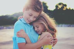 Children's photography Young Sibling Photography, Cute Kids Photography, Family Photography, Brother Sister Photos, Sibling Poses, Young Love, Inspiration For Kids, Little Sisters, Baby Love