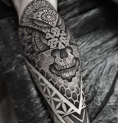 Geometric sleeve geometric mandala and geometric mandala tattoo to use and take to your artist. Tattoos Bein, Tattoos Arm Mann, Body Art Tattoos, Sleeve Tattoos, Cool Tattoos, Maori Tattoos, Tattos, Octopus Tattoos, Tattoo Sleeves