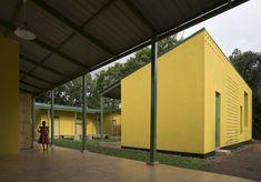 Casa Albergue KWIECO / Hollmén Reuter Sandman Architects