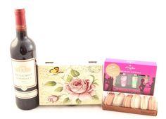 Caseta Roses & Macaron Chocolat Cocktails, Drinks, Wine, Bottle, Gifts, Craft Cocktails, Drinking, Beverages, Presents