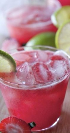 Strawberry Margarita Punch Recipe ~ So good! Fresh strawberries, orange juice, limeade, soda, triple sec and tequila makes one refreshing sparkling strawberry margarita punch. Great for parties or pool side. Strawberry Margarita Punch Recipe, Margarita Recipes, Margarita Party, Party Drinks, Cocktail Drinks, Cocktail Recipes, Taco Bar Party, Fiesta Party, Tequila Rose