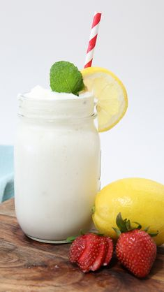 Copycat Chick-Fil-A Frozen Lemonade Recipe It's HOT outside.and nothing tastes better than a frozen lemonade. One of our favorite drink recipes is this Chick-fil-A Frozen Lemonade! This Chick Fit A Lemonade Recipe tastes just like the real thing. Frozen Lemonade Recipes, Frozen Drinks, Funnel Cakes, Sorbet, Biscotti, Freeze, Brazilian Lemonade, Frozen Tags, Dessert Crepes
