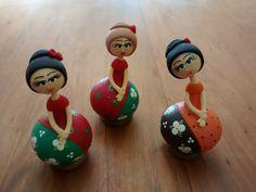 Boneca e boneco de cabaça e acabamento em biscuit.    Lindo modelo para decorar a sua casa.    O tamanhos abaixo são estimados, pois o tamanho da peça depende da medida da cabaça, sendo artesanal esses valores podem variam.