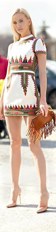 Printed Mini Dress with Fringe purse Ethnic Fashion, Look Fashion, African Fashion, Womens Fashion, Fashion Trends, Street Fashion, Fashion Details, Mode Russe, Ethno Style