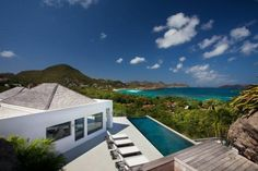 #StBarts Avenstar offers a stunning view over Lorient bay, St Maarten and the ocean.