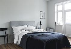 Dit huis is alles behalve een doorsnee studentenwoning - Roomed | roomed.nl - NAVY BLUE and GREY... like it.