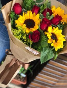 Flower Bouquet Diy, Bouquet Box, Red Rose Bouquet, Gift Bouquet, Beautiful Bouquet Of Flowers, Fresh Flowers, Beautiful Flowers, Rose Flower Arrangements, Sunflowers And Roses