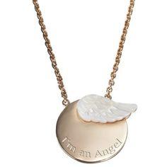 Le pendentif duo uni les mère-fille très complices. En plaqué or, orné d'ailes en nacre, ce pendentif habille joliment femmes et enfants.
