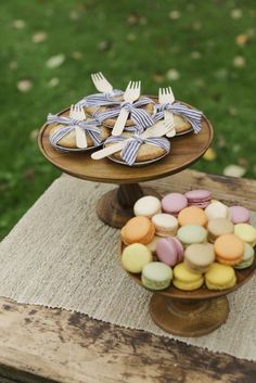 How to Host a Fall Ladies Lunch | Flower Arranging Party | fall lunch parties | fall party ideas | ladies party ideas | party ideas for women | fall themed adult party ideas | how to host a fall party | how to host a flower arranging party | learn how to arrange flowers | fall entertaining tips | fall entertaining ideas || JennyCookies.com Mini Desserts, Fall Desserts, Chocolate Naked Cake, Ladies Luncheon, Ladies Party, Jenny Cookies, Fall Friends, Bartlett Pears, Fall Fruits